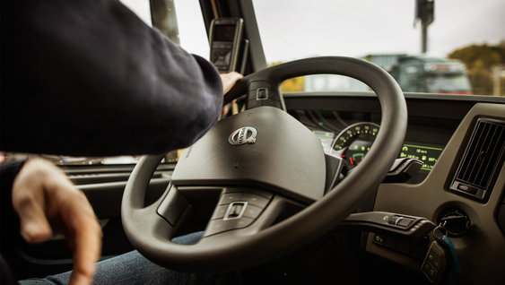 Adjustable and tilted steering wheel of the Volvo FM